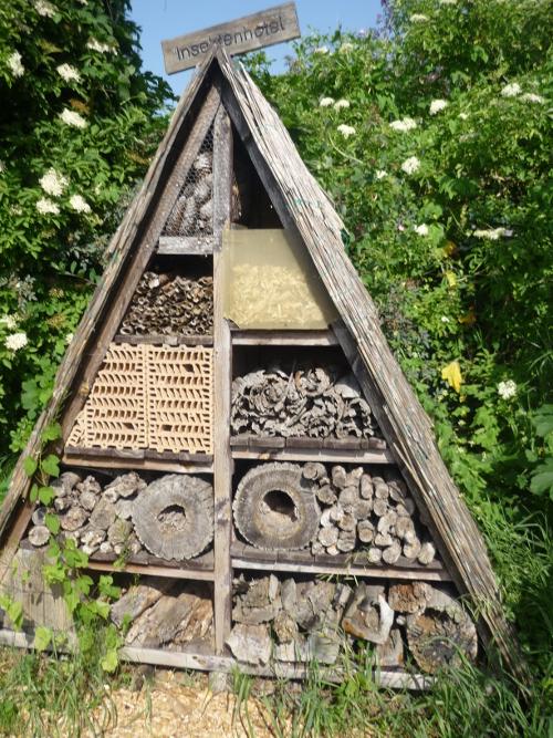 Das große Insektenhotel aus dem Kräutergarten