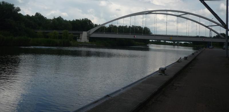 The feet below the bridge belong to the motorway-bridge ;)