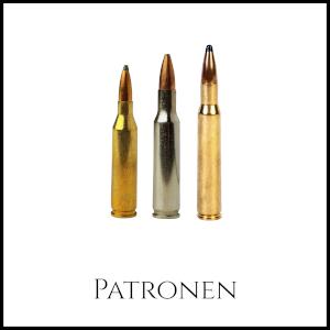 Bild von drei unterschiedlich großen, gold und silber gefärbten Patronen für Gewehre mit entsprechender Unterschrift